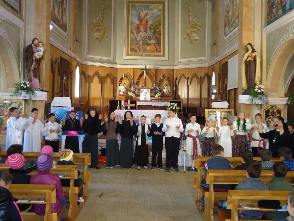 Copiii şi surorile de la Şcheia în vizită la Valea Mare
