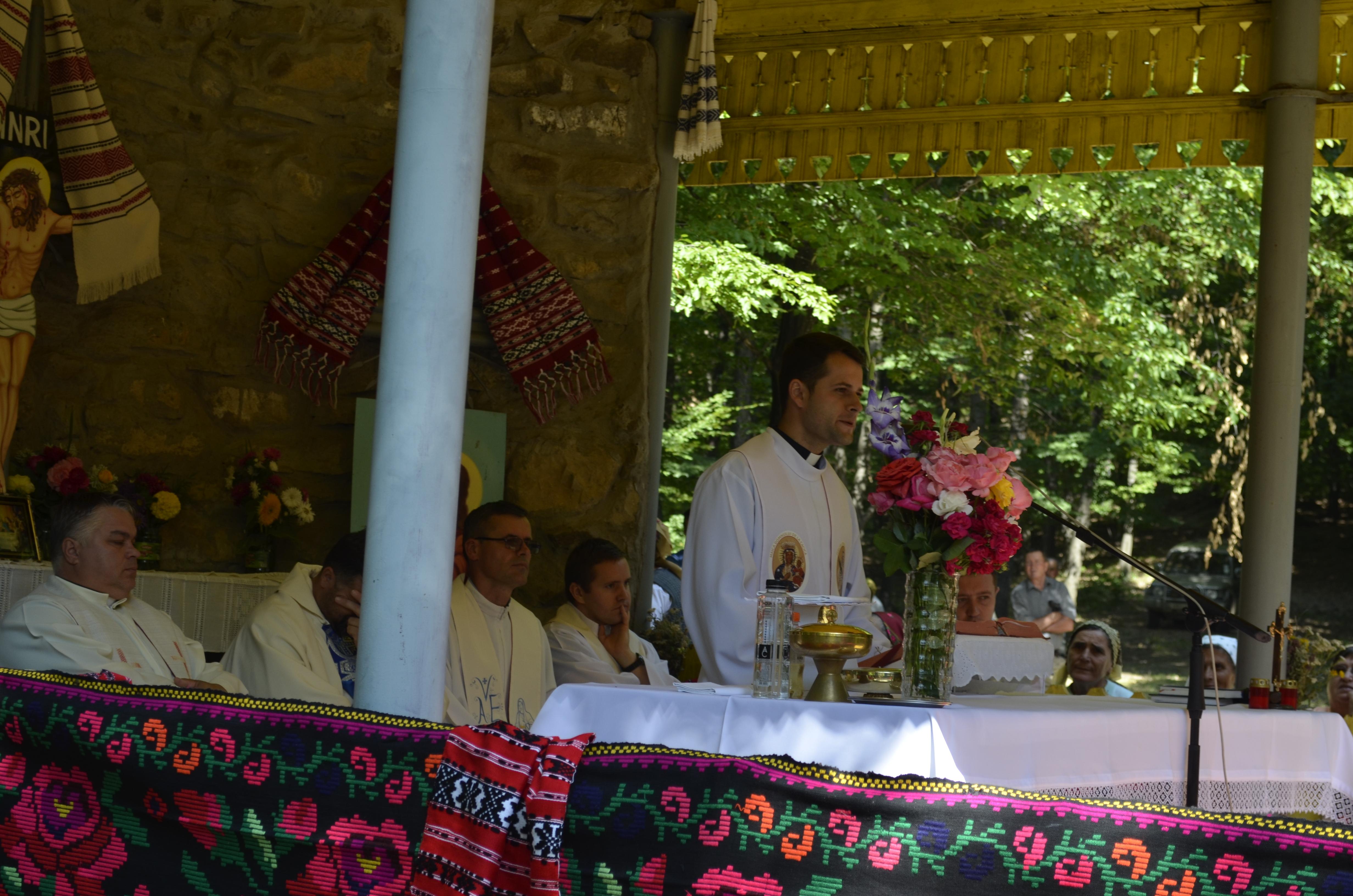 Predica părintelui Leonard Farcaș cu ocazia Pelerinajului la Capela de la Ciciola. (La ultimele fișiere audio, în partea dreaptă.)